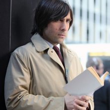 Jason Schwartzman in una scena della nuova serie HBO Bored to Death