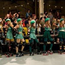 La squadra di pattinaggio di Whip It! al completo