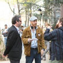 Michael Lehmann, Jonathan Ames e Zach Galifianakis sul set della nuova serie HBO Bored to Death