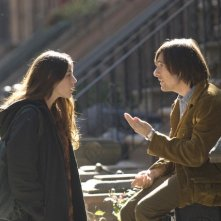 Olivia Thirlby e Jason Schwartzman in una scena della nuova serie HBO Bored to Death