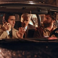 Ted Danson, Zach Galifianakis e Jason Schwartzman in una scena della nuova serie HBO Bored to Death