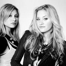 Wallpaper: le sorelle Alyson & Amanda Joy Michalka in un'immagine in bianco e nero