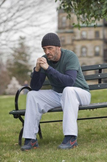 Hugh Laurie in una scena della premiere della stagione 6 di Dr. House: Medical Division