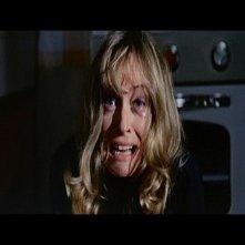 Suzy Kendall in una scena del film L\'uccello dalle piume di cristallo (1970)