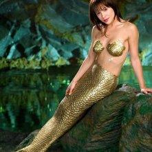 Alyssa Milano trasformata in sirena in una foto promo per la quinta stagione della serie Streghe