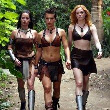 Holly Marie Combs, Alyssa Milano e Rose McGowan in una scena dell'episodio 'L'isola delle guerriere' di Streghe