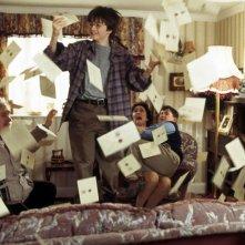 Daniel Radcliffe (Harry Potter) e la famiglia Dursleys in una scena del film Harry Potter e la pietra filosofale