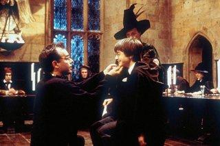 Daniel Radcliffe, Maggie Smith e Chris Columbus sul set del film Harry Potter e la pietra filosofale