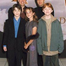 Il regista Chris Columbus con Daniel Radcliffe, Emma Watson, Rupert Grint e il produttore David Heyman alla premiere londinese del film Harry Potter e la pietra filosofale