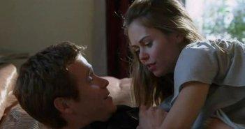 Kevin Connolly e Alexis Dziena in una scena dell'episodio 'The Sorkin Notes della sesta stagione di Entourage