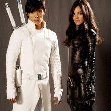 Lee Byung-hun e Sienna Miller in uno scatto promozionale per il film G.I. Joe: Rise of Cobra