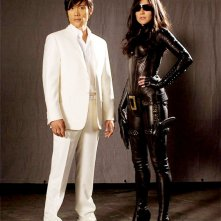 Lee Byung-hun (Storm Shadow) e Sienna Miller (The Baroness) in un'immagine promozionale per il film G.I. Joe: Rise of Cobra