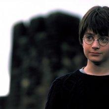 Un primo piano del piccolo Harry Potter (Daniel Radcliffe) in una scena del film Harry Potter and the Sorcerer's Stone
