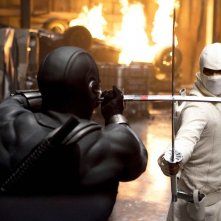 Una scena di combattimento tra Ray Park (Snake Eyes) e Lee Byung-hun (Storm Shadow) nel film G.I.Joe: La nascita dei Cobra