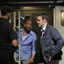 Eddie McClintock e Joe Morton in una scena dell'episodio Regrets di Warehouse 13
