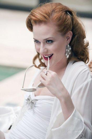 Evan Rachel Wood è Sophie-Anne in una scena dell'episodio Frenzy di True Blood