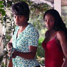 Rutina Wesley ed Adina Porter in una scena dell'episodio Frenzy di True Blood