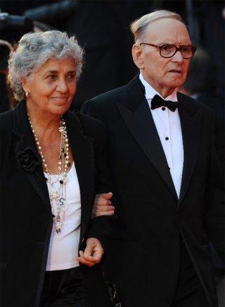 Venezia 2009: Ennio Morricone insieme a sua moglie. Il leggendario compositore ha firmato le musiche di Baaria