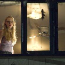 Amanda Seyfried è Needy Lesnicky in una scena dell'horror Il corpo di Jennifer