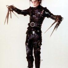 Johnny Depp per il film Edward mani di forbice in un'immagine promozionale