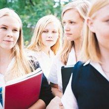 Kirsten Dunst, Leslie Hayman, Chelse Swain e A.J. Cook in una scena del film 'Il giardino delle vergini suicide'