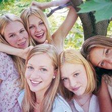 Un'immagine di Kirsten Dunst, Hanna Hall, Leslie Hayman, Chelse Swain e A.J. Cook per 'Il giardino delle vergini suicide'