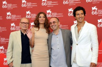 Venezia 2009: i protagonisti di Baaria, Margaret Madè e Francesco Scianna con Giuseppe Tornatore ed Ennio Morricone