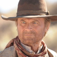 Un primo piano di Terence Hill nella fiction Mediaset Doc West