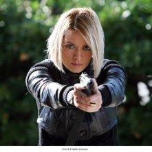 Una grintosa Maria Rosaria Russo in una scena di Fratelli Detective