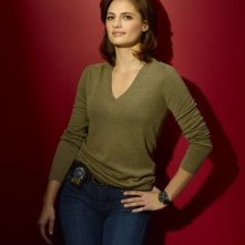 La bella Stana Katic in una foto per la seconda stagione di Castle