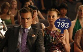 Blair Waldorf (Leighton Meester) fa la sua offerta nell'episodio The Lost Boy di Gossip Girl