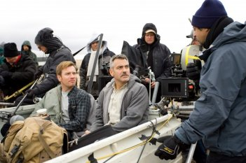 George Clooney ed Ewan McGregor sul set del film The Men Who Stare at Goats