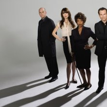 Mike O'Malley, Alfre Woodard, Saffron Burrows e Christian Slater in una foto promo per My Own Worst Enemy