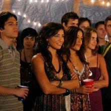Scott Humphrey (Chris Riggi) e Vanessa (Jessica Szohr) a una festa in una scena dell'episodio The Freshman di Gossip Girl