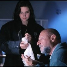 Jennifer Connely e Donald Pleasence in una scena del film Phenomena (1985)