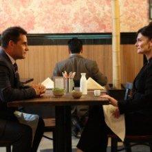 Adrian Pasdar e Cristine Rose in una scena della premiere della quarta stagione di Heroes