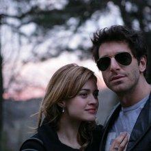 Giampaolo Morelli accanto a Nathalie Rapti Gomez in un episodio de L'ispettore Coliandro 3 dal titolo Sangue in facoltà