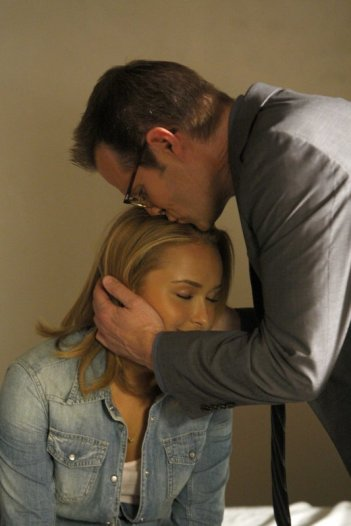 Hayden Panettiere e Jack Coleman in una scena della premiere della stagione 4 di Heroes