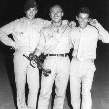 l\'attore Alessio Orano (con il basco) insieme ad altri commilitoni nel luglio del \'68, in una foto ricordo per l\'ultimo giorno di naja.