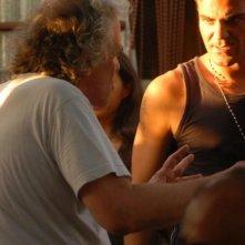 Salvatore Ruocco sul set di Napoli Napoli Napoli mentre ascolta le indicazioni di Abel Ferrara.