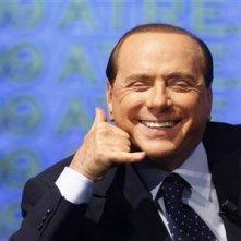 Una curiosa immagine di Silvio Berlusconi.