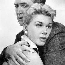 James Stewart e Doris Day in una immagine promozionale del film L\'uomo che saperva troppo
