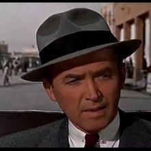 James Stewart in una scena del film L\'uomo che sapeva troppo del 1956