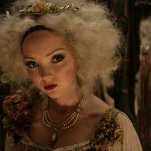 Lily Cole in una scena del film Parnassus - L'uomo che voleva ingannare il diavolo