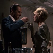 Rex Harrison e Doris Day in una scena del film Merletto di mezzanotte