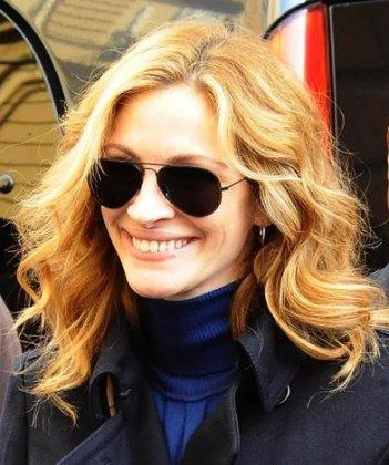 Una sorridente Julia Roberts a Napoli per le riprese di Eat, Pray, Love.