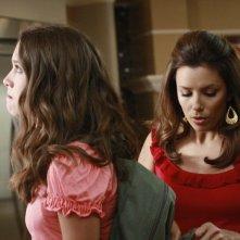 Desperate Housewives: Eva Longoria con Maiara Walsh in Nice is Different Than Good, primo episodio della sesta stagione