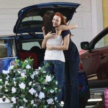 Desperate Housewives: Teri Hatcher abbraccia Andrea Bowen in Nice is Different Than Good, primo episodio della sesta stagione