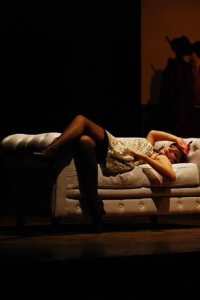 Una Sensuale Matilde Dondena In Scena Con Gangster A Broadway 130555