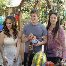 Ghost Whisperer: Jennifer Love Hewitt con Camryn Manheim e Christoph Sanders in Birthday Presence, primo episodio della quinta stagione